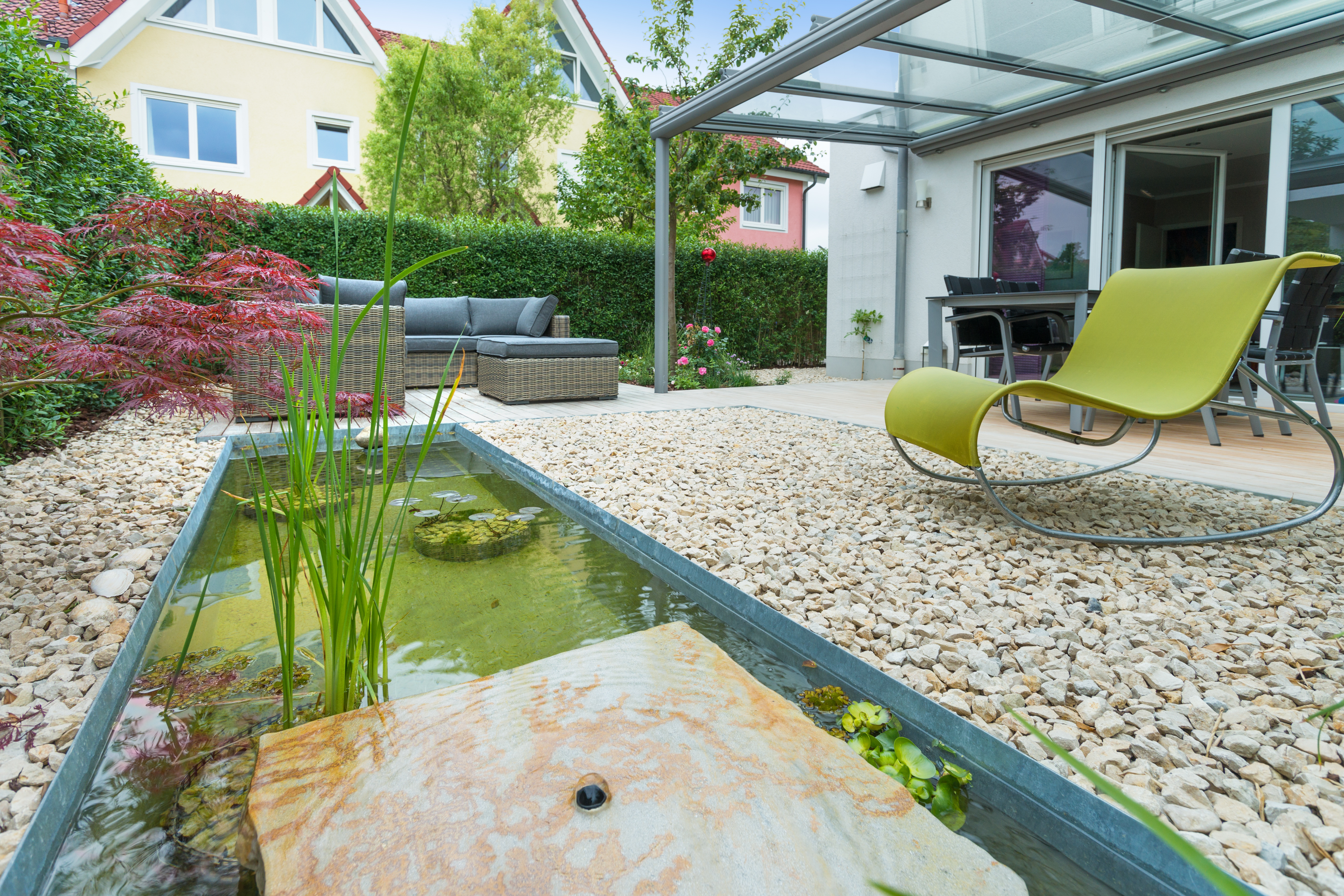 Hausgarten mit Wasserbecken im Gartenbau