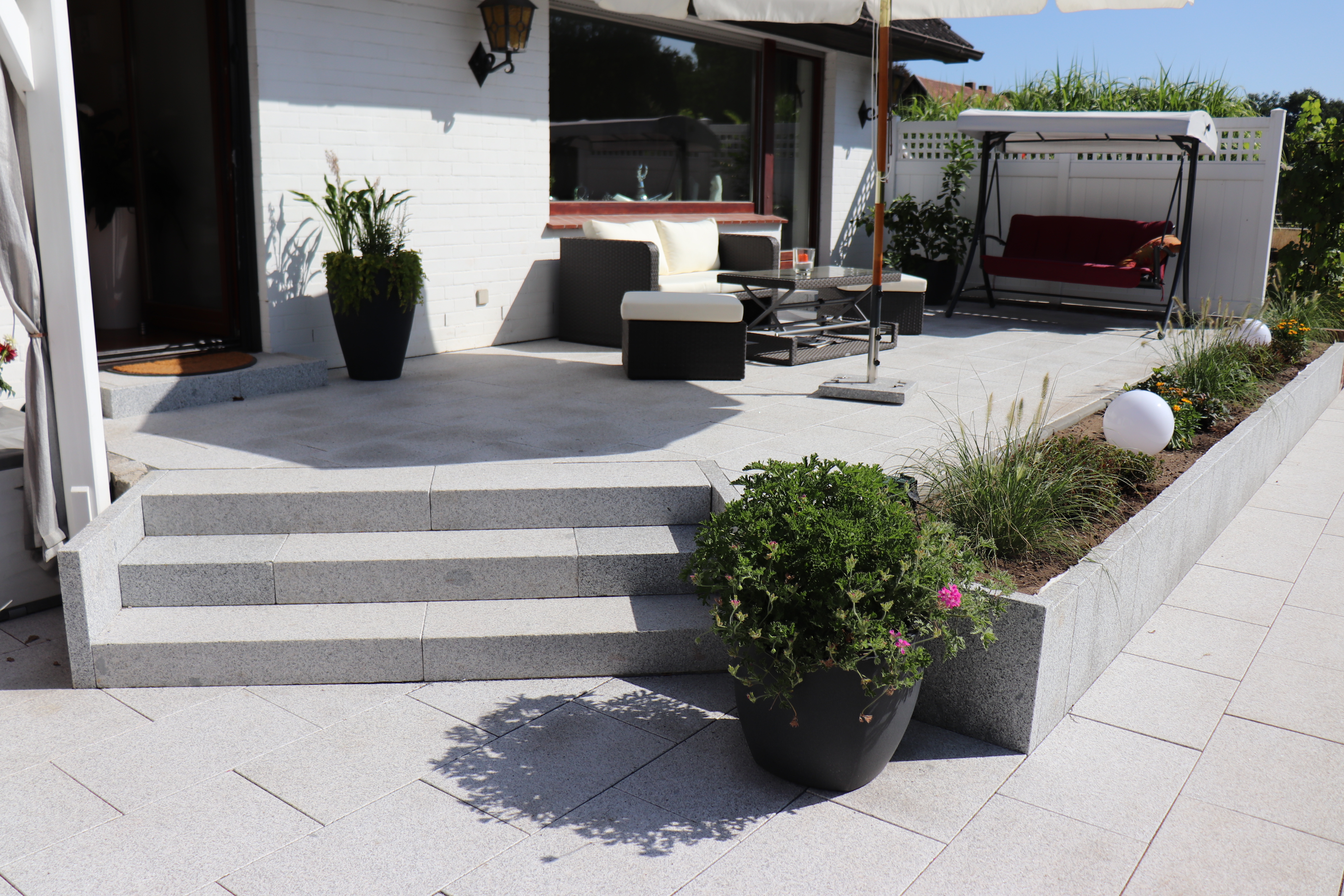 Treppenanlage aus Granit im Gartenbau